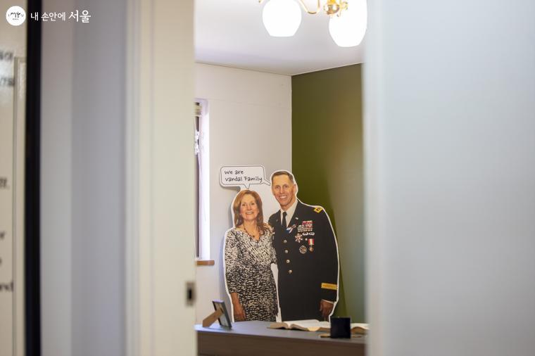 일부 (1개동)건물은 당시 거주했던 미군장교와 가족들의 이야기로 전시되어 있다. 숙소 내부를 살펴볼 수 있는 전시공간 '오손도손 오픈하우스'의 2층의 모습
